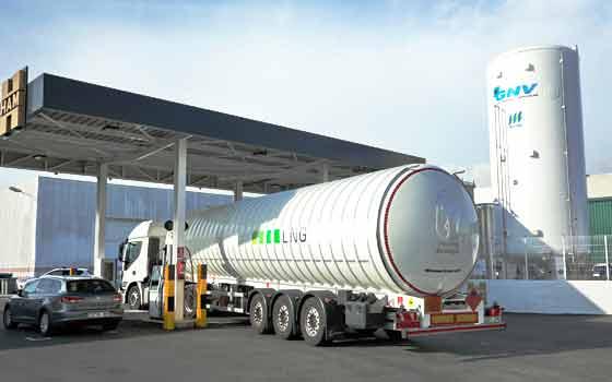 LNG France conçoit, construit et démarre des stations-service GNV qui permettent de faire le plein de gaz naturel liquéfié et de gaz naturel comprimé